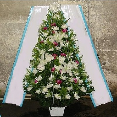 Traditional Flowers Arrangement 15